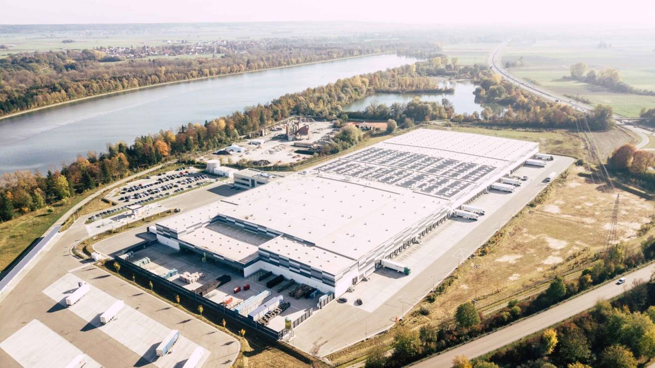 Logistikzentrum-Vogelperspektive-16zu9